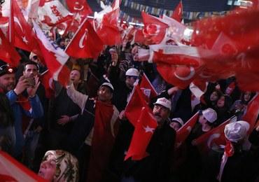 Obserwatorzy: Referendum w Turcji nie spełniało standardów