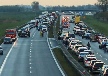 Gigantyczny karambol na A2. Zderzyły się 23 samochody, jedna osoba nie żyje