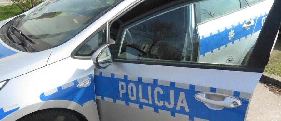 Zarzut podwójnego usiłowania zabójstwa usłyszał 27-latek z Płońska, który - według prokuratury - zranił nożem 9-letniego chłopca i jego matkę. Dziecko z raną gardła trafiło do szpitala i przeszło operację, jego życiu nie zagraża niebezpieczeństwo.