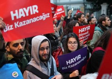 """""""Nieprawidłowości mogły wpłynąć na wynik referendum w Turcji"""""""