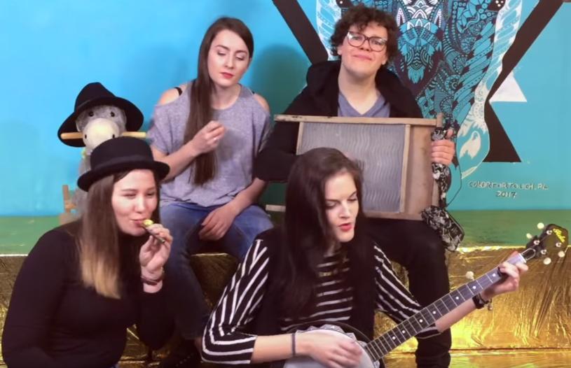 """Posłuchajcie nowego nagrania grupy Frele - tym razem dziewczyny prezentują śląską wersję przeboju """"Lost On You"""" LP."""
