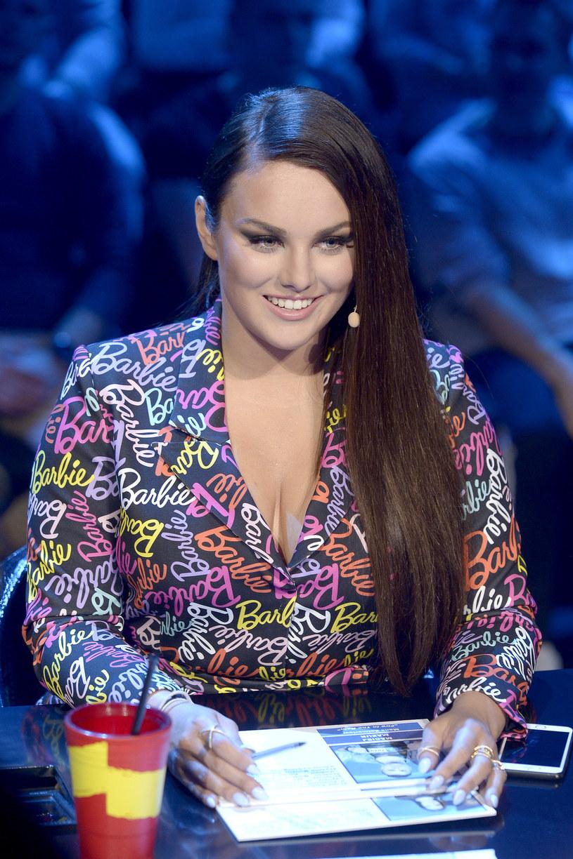 """W programie """"Idol"""" uwagę widzów zwracają nie tylko popisy wokalne uczestników, ale też stylizacje jurorki Ewy Farnej."""