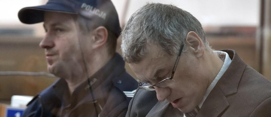 Sąd Apelacyjny w Krakowie zmniejszył karę Brunonowi Kwietniowi. Mężczyzna miał spędzić w więzieniu w sumie 13 lat. Teraz kara została skrócona do 9 lat. Mężczyzna odpowiadał m.in. za przygotowywanie zamachu na Sejm. Składając apelację obrońcy Brunona Kwietnia domagali się uchylenia wyroku i skierowania sprawy do ponownego rozpoznania. Jak podkreślali, Sąd Okręgowy w Krakowie m.in. naruszył zasady uczciwego procesu.