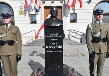 Macierewicz: Garnizon ma obowiązek strzec popiersia Lecha Kaczyńskiego