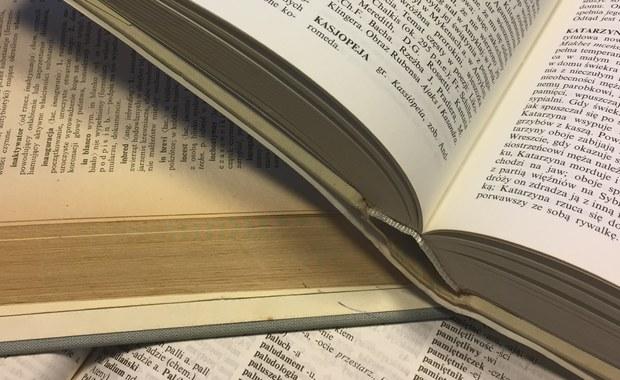 """63 proc. uczestników badania przeprowadzonego przez Bibliotekę Narodową nie przeczytało w ciągu roku ani jednej książki. Ten wskaźnik nie zmienia się od lat. """"Polskie nieczytanie jest stabilne"""" - to wniosek z raportu."""