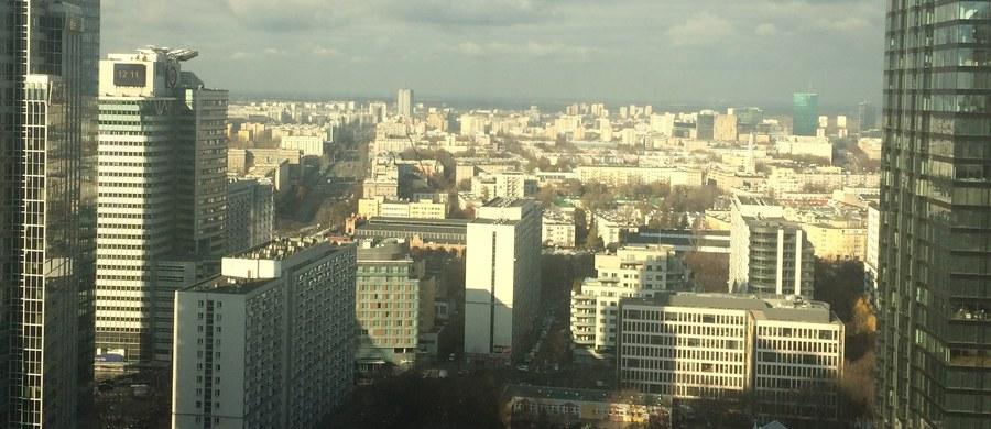 """Dziesiątki tysięcy danych o nieruchomościach, głównie na Mokotowie, pobrał nielegalnie aplikant radcowski podczas praktyki w stołecznym urzędzie - informuje piątkowa """"Rzeczpospolita""""."""