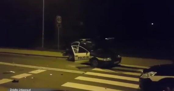 Prokuratura przesłucha dziś 40-latka, który wczoraj w czasie pościgu w Jeleniej Górze potrącił trzech policjantów. Stan funkcjonariuszy jest lepszy niż początkowo informowały służby. Jeden z policjantów opuścił już szpital. Dwóch pozostało na obserwacji.