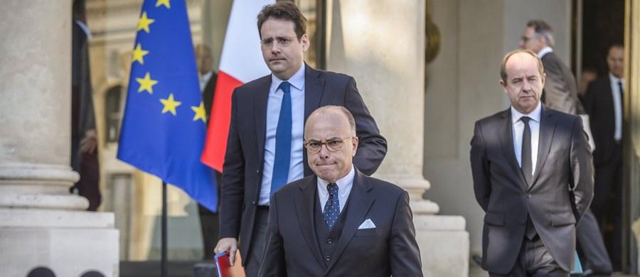 W związku z czwartkową strzelaniną na Polach Elizejskich w Paryżu, trójka kandydatów w wyborach prezydenckich odwołała planowane na dziś spotkania przedwyborcze. Taką decyzję podjęli Francois Fillon, Marine Le Pen i Emmanuel Macron. Z kolei premier Francji Bernard Cazeneuve oświadczył, że w związku z zamachem, rząd i siły bezpieczeństwa są w pełni zmobilizowane i nic nie powstrzyma wyborów.