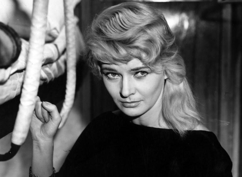 """Pamiętamy ją z filmów """"Pociąg"""" i """"Matka Joanna od Aniołów"""". Lucyna Winnicka była jedną z najwybitniejszych i najbardziej znanych aktorek powojennego polskiego kina. Kiedy porzuciła film i zmieniła zawód, również odniosła sukces."""