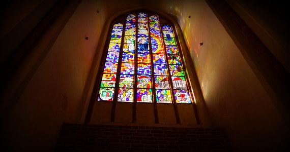 """Istnieje poważne niebezpieczeństwo fragmentaryzacji Kościoła, """"podziałów w Mistycznym Ciele Chrystusa"""", co wynika z kładzenia nacisku na narodową tożsamość Kościołów lokalnych – przestrzega ks. kard. Robert Sarah. Opinię kardynała przytacza """"Nasz Dziennik""""."""