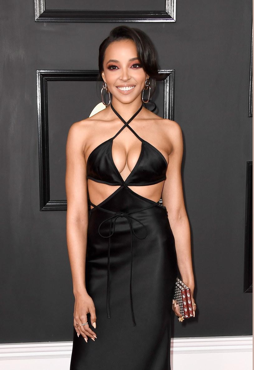 """Amerykańska wokalistka Tinashe zaprezentowała teledysk do singla """"Flame"""" promującego jej nową płytę."""