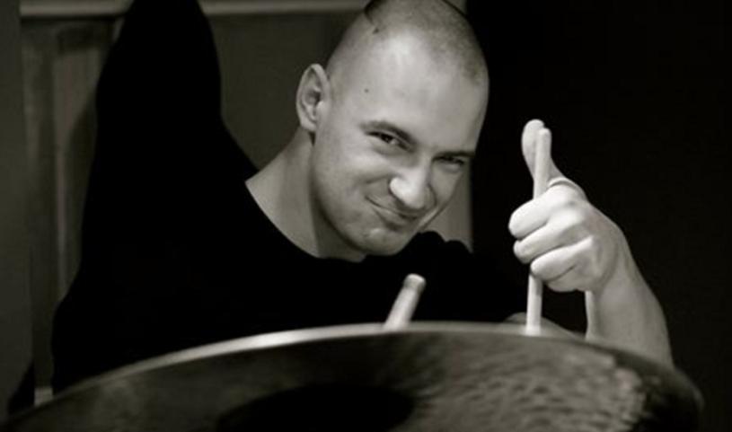 22 kwietnia w swoje 31. urodziny zmarł ceniony perkusista młodego pokolenia - Krzysztof Kwiatkowski.