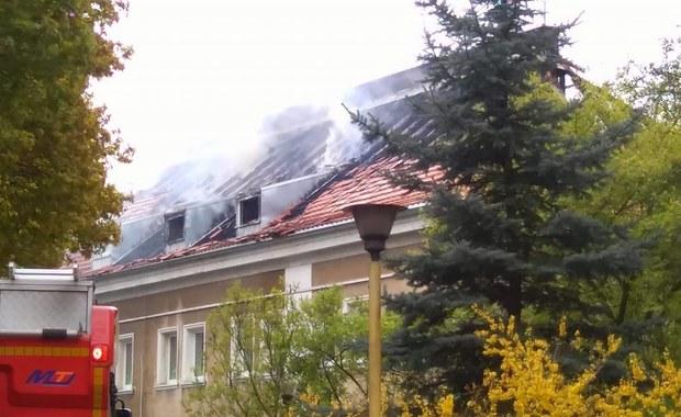 Trzydzieścioro czworo dzieci ewakuowano z budynku przedszkola przy ulicy Wiązowej w Poznaniu, po tym jak zapaliło się poddasze - informuje reporter RMF FM Adam Górczewski.