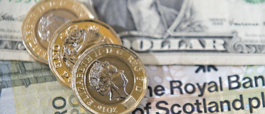 Brytyjska mennica przyznaje się do błędu. To reakcja na doniesienia, że w obiegu ukazały się sfałszowane jednofuntówki. Nowe monety miały być niemożliwe do podrobienia. To nie są falsyfikaty - oświadczył rzecznik mennicy.