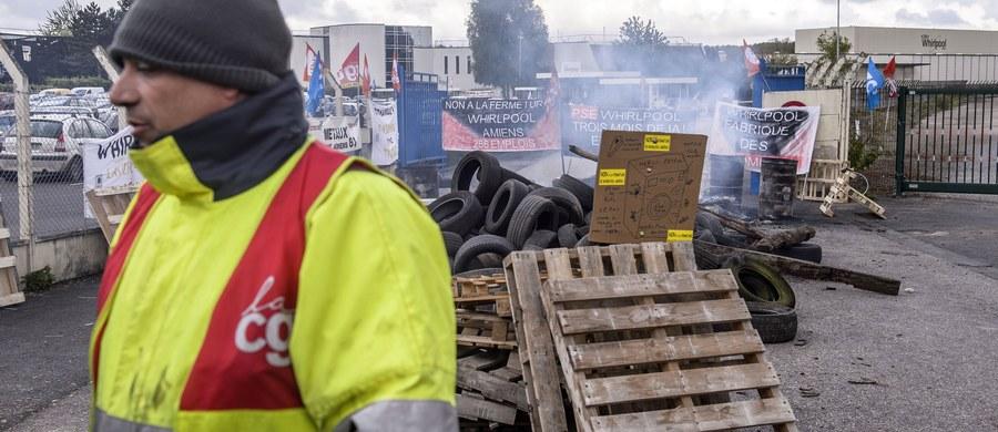 Przeniesienie fabryki do Polski stało się kością niezgody w wyborach prezydenckich we Francji. Faworyt wyścigu do Pałacu Elizejskiego – centrysta Emmanuel Macron – został wygwizdany i powitany wrogimi okrzykami w swoim rodzinnym mieście Amiens przez robotników z fabryki AGD amerykańskiej firmy Whirpool. Ma ona bowiem zostać przeniesiona do Polski.