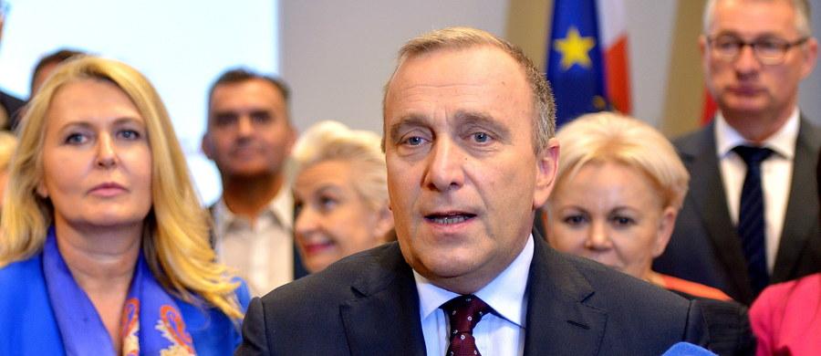"""Lider PO Grzegorz Schetyna komentując zmiany, które dokonały się w Nowoczesnej, powiedział, że trzyma kciuki, żeby """"wewnętrzne turbulencje"""" w tej partii w jakiś dobry sposób się zakończyły."""