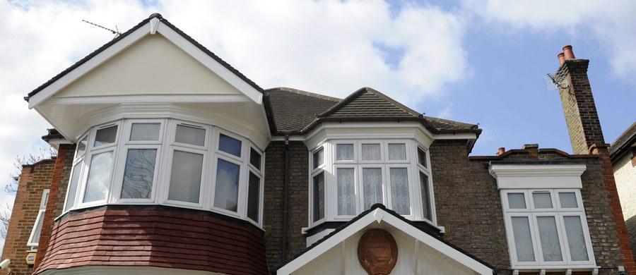 Już za 3,5 tysiąca funtów miesięcznie można zostać sąsiadem ambasadora Korei Północnej w Londynie. To cena wynajmu domu przylegającego do koreańskiej placówki. Na razie nie ma jednak chętnych.