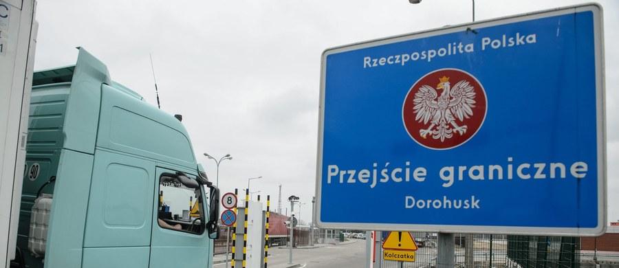 Podejrzany o przestępstwa wojenne na wschodniej Ukrainie obywatel Austrii zatrzymany przez polską Straż Graniczną na przejściu w Dorohusku. Mężczyzna próbował wyjechać na Ukrainę, ale zadziałały obowiązuję od niedawna zaostrzone zasady kontroli paszportowej.