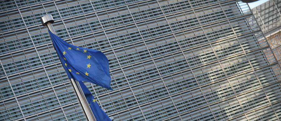 Polska została członkiem Unii Europejskiej 1 maja 2004 r. Rok wcześniej w ogólnokrajowym referendum 77,45 proc. Polaków opowiedziało się za przystąpieniem do Wspólnoty.