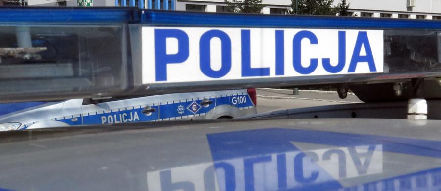 Policjant na zwolnieniu lekarskim, a motocyklista, który go potrącił jest poszukiwany. To rezultat wczorajszego wypadku w samym centrum Dąbrowy Górniczej. Na szczęście policjantowi nic poważnego się nie stało.