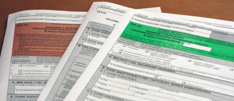 Wtorek jest ostatnim dniem na złożenie zeznania PIT i rozliczenie podatku za zeszły rok. Pracownicy Krajowej Administracji Skarbowej dyżurują w urzędach skarbowych. Zgodnie z danymi resortu finansów, już ok. 9,5 mln podatników złożyło e-PIT-y.