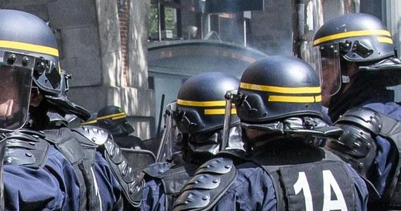 Pięć osób w wieku od 18 do 24 lat zatrzymano w różnych miejscach podczas antyterrorystycznych operacji we Francji przeprowadzonych na 5 dni przed drugą turą prezydenckich wyborów - poinformowała paryska prokuratura.