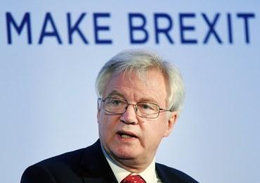 """Wielka Brytania odrzuca sięgający 100 mld euro """"rachunek"""" za Brexit"""