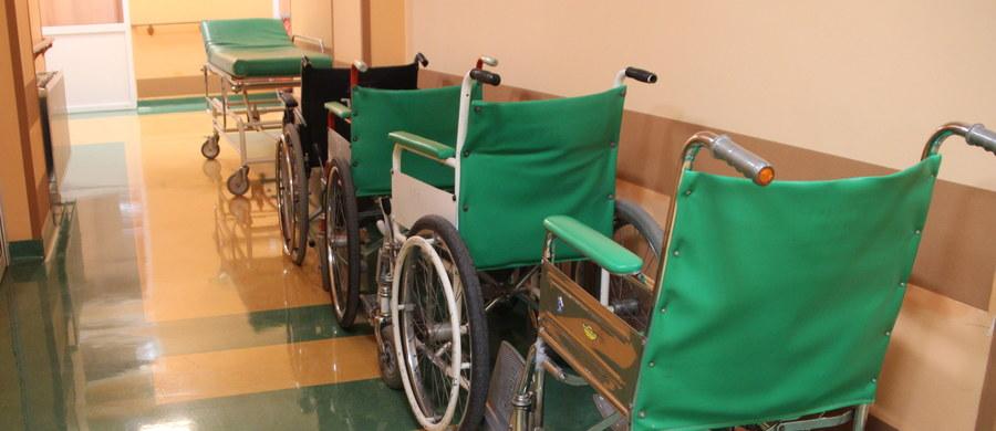 Jest odpowiedź rzecznika brukselskiego szpitala Brugmann, w którym 82-letnia Polka z demencją spędziła półtorej doby zamknięta na schodach ewakuacyjnych. Szpital nie zamierza przeprosić i zasłania się wewnętrznym śledztwem, które wszczęto w związku z tą sprawą. O bulwersującym zdarzeniu informowaliśmy we wtorek.