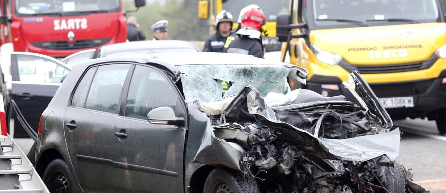 Od piątku do środy doszło do 356 wypadków na drogach - to o 109 mniej niż w ubiegłym roku. W tegorocznych majówkowych kraksach zginęło 30 osób, czyli o 5 mniej niż rok temu - poinformował PAP aspirant sztabowy Robert Opas z biura prasowego Komendy Głównej Policji.