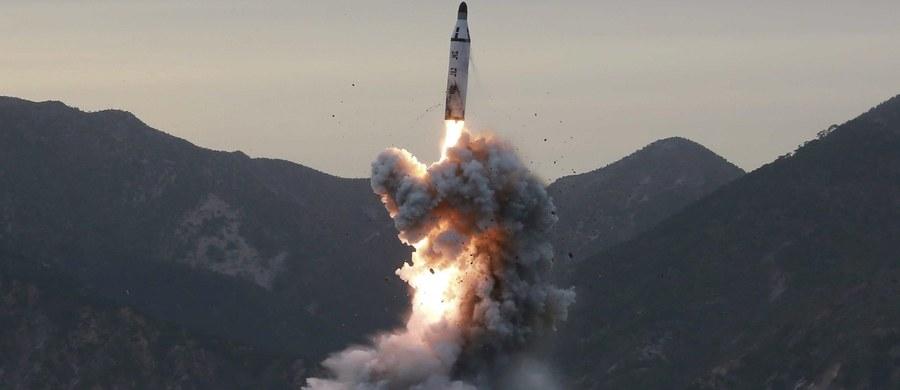 """Kolejna, szósta próba nuklearna Korei Płn. może doprowadzić do erupcji wulkanu Pektu, najwyższej góry Półwyspu Koreańskiego, położonej na granicy Korei Północnej z Chinami. Tak twierdzą eksperci cytowani przez południowokoreański dziennik """"Korea Times""""."""