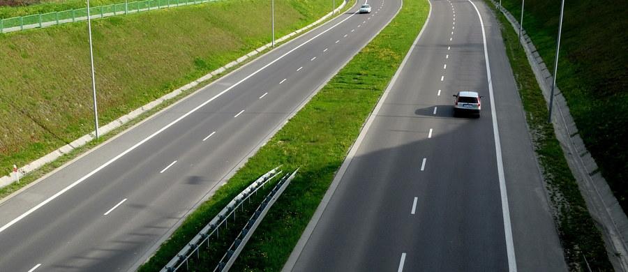 Mniej więcej 10 minut zyskują kierowcy na trasie między Bydgoszczą a Poznaniem.  Wszystko dzięki otwarciu obwodnicy Gniezna, które nastąpiło dzisiaj.