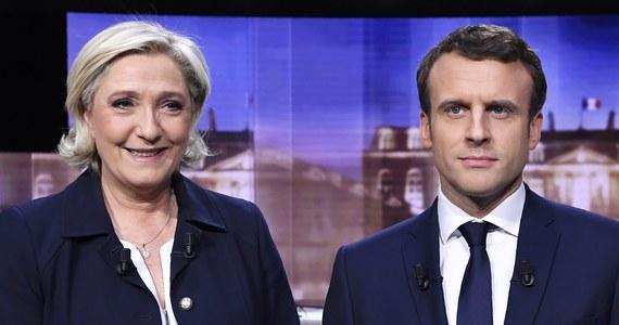 Emmanuel Macron może wygrać niedzielne wybory prezydenckie dzięki głosom francuskich... muzułmanów  – sugeruje część paryskich obserwatorów. Największe islamskie organizacje apelują bowiem do wiernych, by z pomocą kart do głosowania zagrodzili drogę do Pałacu Elizejskiego szefowej skrajnej prawicy Marine Le Pen.