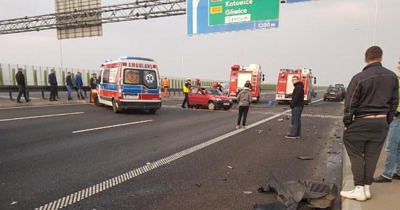 Na autostradzie A1 na Śląsku pomiędzy węzłami Gliwice Wschód - Gliwice Sośnica zderzyły się cztery samochody osobowe. Jedna osoba została ranna. Informację dostaliśmy na Gorącą Linię RMF FM.