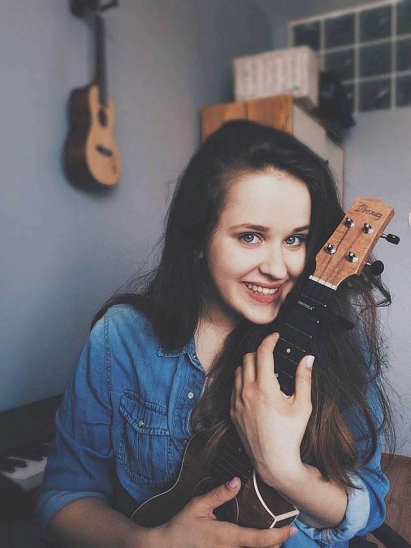 """Znana z """"Idola"""" wokalistka Sandra Rugała nagrała swoją wersję przeboju """"Never Be The Same"""" Camili Cabello."""