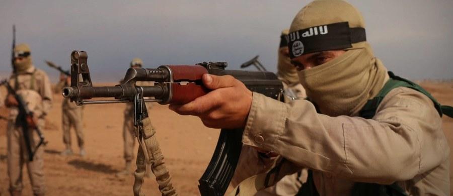 """W Syrii snajperzy Państwa Islamskiego i Dżabhat Fatah al-Szam wykorzystują noktowizory, w których zainstalowana jest elektronika wyprodukowana w Rosji - pisze """"Kommiersant"""". Gazeta powołuje się na rosyjskich ekspertów badających uzbrojenie bojowników."""