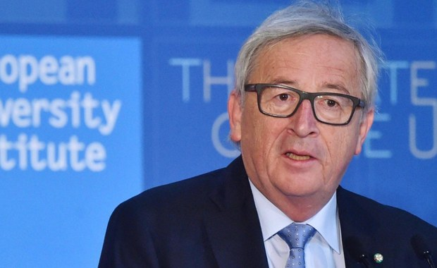 """Przewodniczący Komisji Europejskiej Jean-Claude Juncker zapewnił, że Unia będzie z """"absolutną lojalnością"""" negocjować z Londynem warunki Brexitu. W wystąpieniu we Florencji podczas międzynarodowej debaty dodał, że należy pamiętać o tym, kto kogo zostawia."""