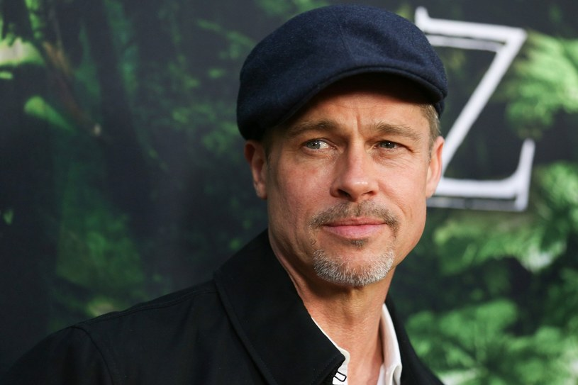 """Wstrząsający, pierwszy po rozwodzie z Angeliną Jolie wywiad Brada Pitta. Gwiazdor wyznał, że jego związek rozpadł się przez alkohol. """"Nie pamiętam ani jednego dnia od czasu ukończenia college'u bez chlania albo bez wypalenia skręta"""" - przyznaje aktor."""