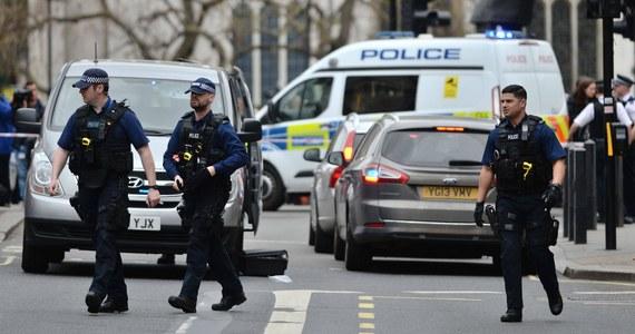 Londyńska policja poinformowała o zatrzymaniu 23-letniego Polaka Grzegorza K., podejrzewanego o zabójstwo jego byłej partnerki. 20-letnia Karolina C. zginęła od ran ciętych w trakcie awantury, która w czwartkowy wieczór wybuchła w domu podejrzanego w dzielnicy Limehouse na wschodzie brytyjskiej stolicy.