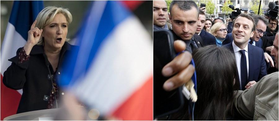 Centrysta Emmanuel Macron i polityk skrajnej prawicy Marine Le Pen mierzą się w drugiej turze francuskich wyborów prezydenckich. Już w sobotę głosowanie rozpoczęło się m.in. w zamorskich terytoriach Francji, zaś ostatnie lokale wyborcze zostaną zamknięte dzisiaj o 20:00. Wtedy też powinniśmy poznać wyniki pierwszych exit polls. Na kogo postawią Francuzi? Sondaż opublikowany w piątek krótko przed ciszą wyborczą wskazał zdecydowane zwycięstwo Macrona: 39-latka poparło 63 procent badanych.
