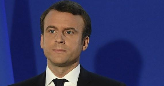 Centrysta Emmanuel Macron wygrał w niedzielę II turę wyborów prezydenckich, uzyskując 66,06 proc. głosów, będzie najmłodszym szefem państwa francuskiego od 1848 roku. Macron pokonał swą rywalkę, Marine Le Pen, która zdobyła 33,94 proc. oddanych głosów.