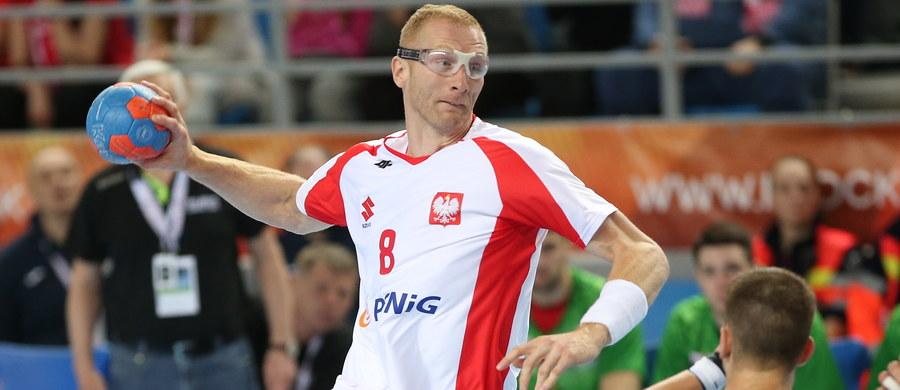 Polscy piłkarze ręczni zremisowali w Płocku z Białorusią 27:27 (13:15) w swoim czwartym meczu w eliminacjach mistrzostw Europy. Wcześniej ponieśli trzy porażki - z Białorusią, Serbią i Rumunią.