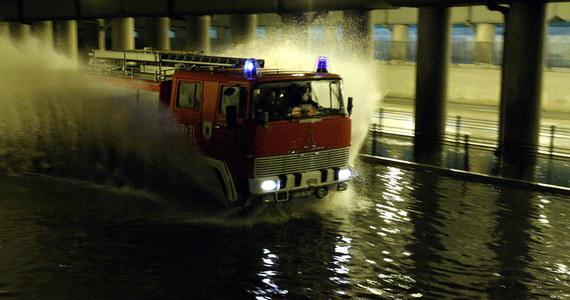 Drogi są przejezdne, normalnie funkcjonuje komunikacja miejska, sytuacja jest opanowana - oceniło rano Miejskie Centrum Zarządzania Kryzysowego w Białymstoku. Wczoraj po południu w ciągu dwóch godzin w mieście spadły 54 litry wody na metr kwadratowy, deszcz utrzymywał się do godzin nocnych, łącznie spadły 84 litry wody na metr kwadratowy.