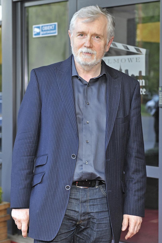 Cezary Morawski wrócił w poniedziałek, po zwolnieniu lekarskim, do pracy na stanowisku dyrektora Teatru Polskiego we Wrocławiu.  Po koniec kwietnia zarząd województwa odwołał go z tej funkcji, ale uchwałę zarządu wstrzymał wojewoda dolnośląski.