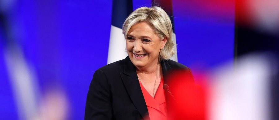 """Marine Le Pen, która przegrała niedzielne wybory prezydenckie we Francji, powiedziała w rozmowie z agencją AP, że planuje """"głęboką reformę"""" Frontu Narodowego i zdecydowaną walkę o miejsca w parlamencie."""