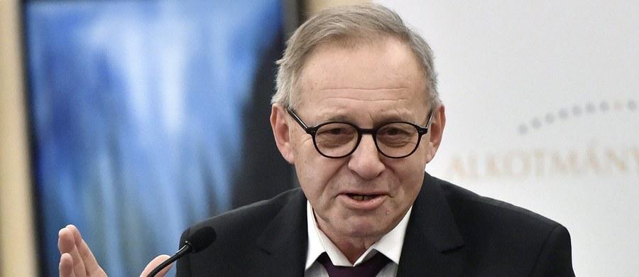 Platforma Obywatelska domaga się wyjaśnień od prezes Trybunału Konstytucyjnego oraz postępowania dyscyplinarnego wobec sędziego Lecha Morawskiego. Chodzi o jego wypowiedzi na konferencji prawniczej w Oksfordzie. Na przykład taką, że czołowi polscy politycy i sędziowie są skorumpowani.