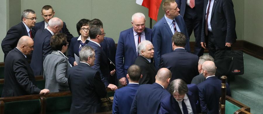 Prezes PiS Jarosław Kaczyński ogłosił w czwartek podczas spotkania z władzami poszczególnych okręgów partii, że 1 lipca odbędzie się kolejna część kongresu Prawa i Sprawiedliwości - dowiedziała się PAP od polityków PiS.