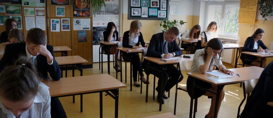 21 uczniów z technikum nr 3 w Chojnicach na Pomorzu będzie musiał ponownie napisać maturę z angielskiego. Wszystko przez niewłaściwą płytę z zadaniami.