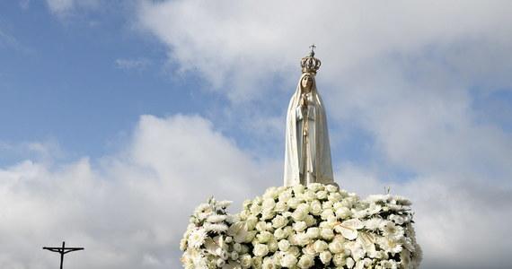 W Fatimie ujawniono szczegóły cudownego uzdrowienia za wstawiennictwem błogosławionych Franciszka i Hiacynty Marto, świadków objawień maryjnych w 1917 roku. Konferencję prasową zwołano na dzień przed przybyciem papieża Franciszka do portugalskiego sanktuarium. Franciszek i Hiacynta Marto zostaną w sobotę ogłoszeni świętymi.