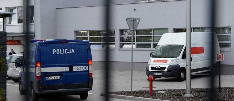 Zarzut zabójstwa usłyszał 27-letni Mateusz J., który dzień wcześniej śmiertelnie ranił nożem pracownicę Poczty Polskiej w Kielcach. Podejrzanemu, który nie przyznał się do zarzuconych mu czynów, grozi dożywocie. Prokurator chce, by sąd go aresztował.