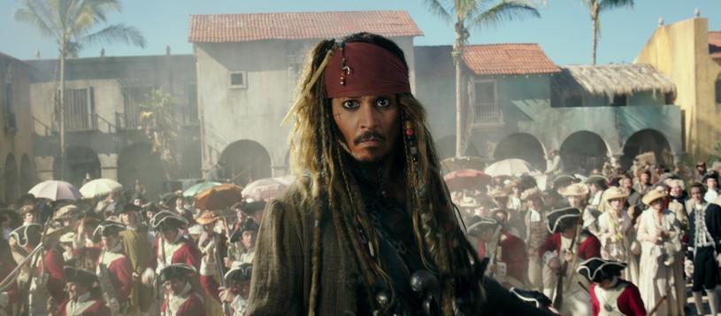"""Jack Sparrow i spółka powrócą na ekrany polskich kin już 26 maja. Dzień wcześniej, 25 maja, film """"Piraci z Karaibów: Zemsta Salazara"""" będzie można zobaczyć na pokazach przedpremierowych między innymi w Cinema City i Multikinie."""